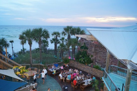 Spinnaker Beach Club & Paradise Grill: our outdoor seating area