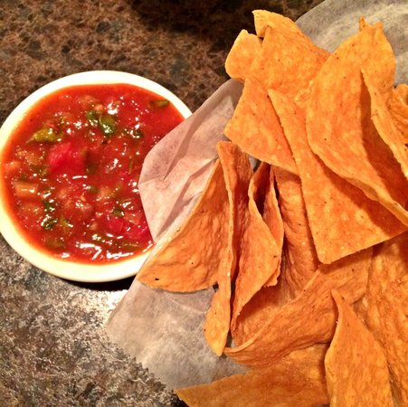 Bandanas Mexican Grille: Chips & Salsa to start