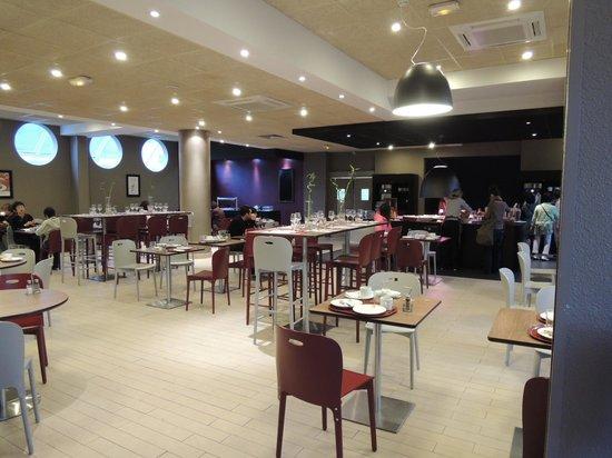 Campanile Nice - Aeroport: 部屋はきれいで清潔でした