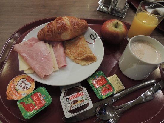 Campanile Nice - Aeroport: 朝食はレストランで