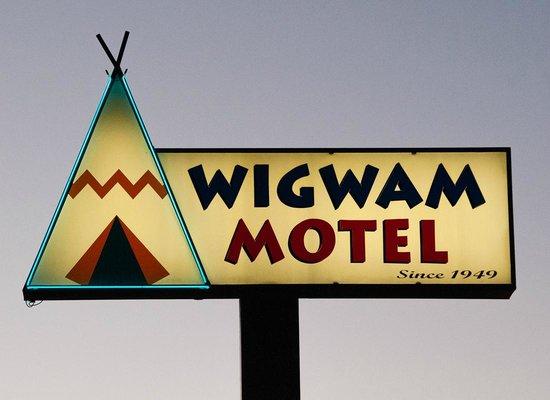 Wigwam Motel: Wigwam sign