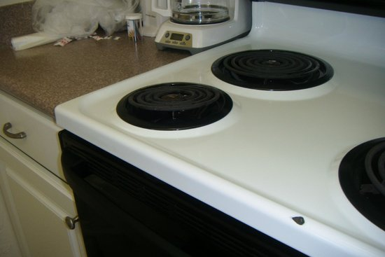 Edgewater Beach and Golf Resort: Leeward #505 Broken Stove Top