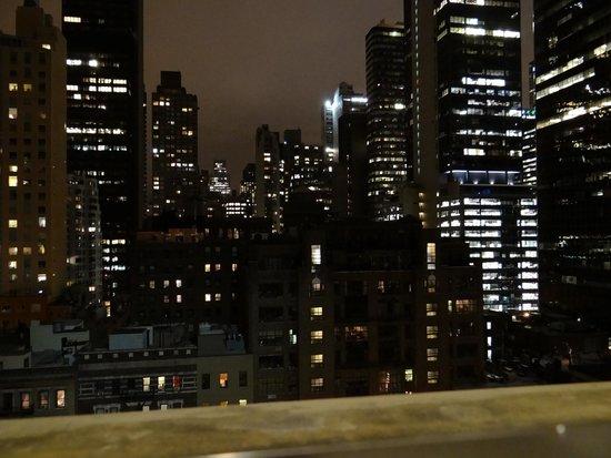 Pod 51 Hotel : vista nocturna1