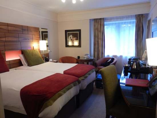 Clontarf Castle Hotel: Nice room