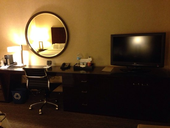 The Westin Los Angeles Airport : Desk area and tv
