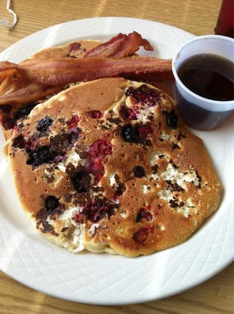 Amato's Cafe: Short stack Ricotta Triple Berry Pancakes and bacon