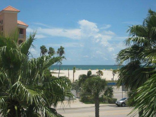 Treasure Bay Resort & Marina : Looking west across Gulf Blvd from 3rd floor