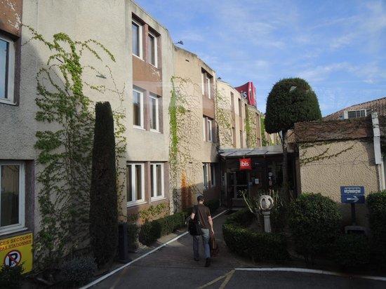 Ibis Arles: ホテル入り口