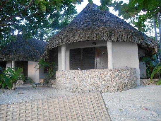 Breakas Beach Resort Vanuatu: Beachfront Bure