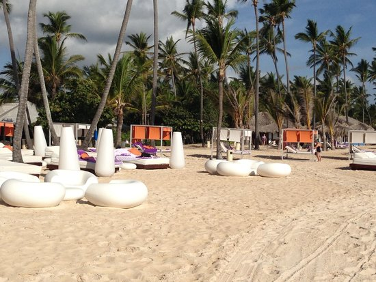 Paradisus Punta Cana Resort : Nice seating at Gabi beach and more seating throughout. Very clean !