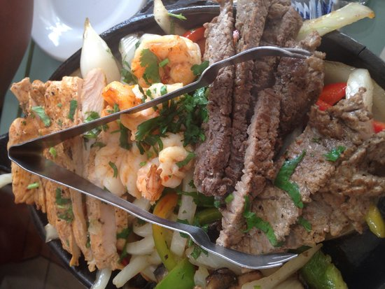Pipi's : Steak, chicken and beef fajitas