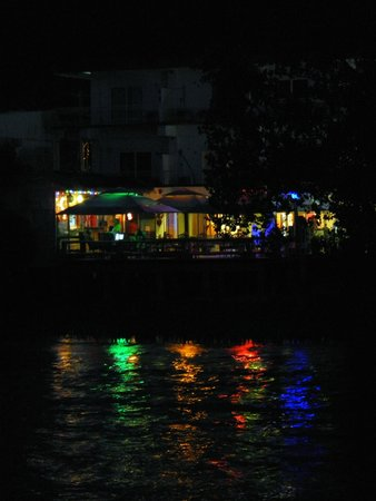 Truk Stop Hotel: Night view from the end of the boat dock