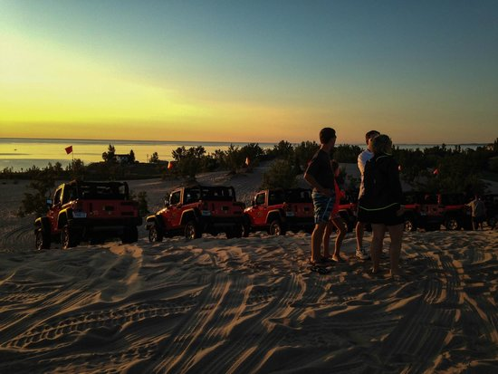 Parrot's Landing Jeep Rentals and Tours : Sunset over Lake Michigan
