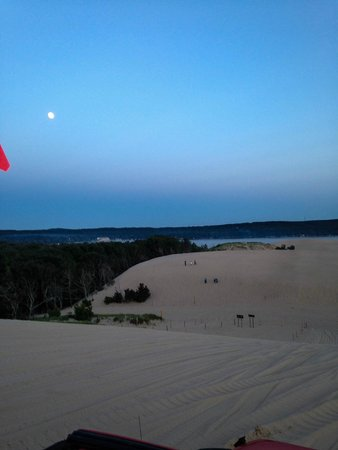 Parrot's Landing Jeep Rentals and Tours : Moon rising over Silver Lake Dunes