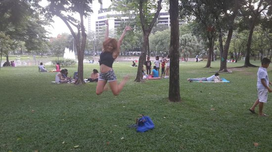 Benjasiri Park : Happy