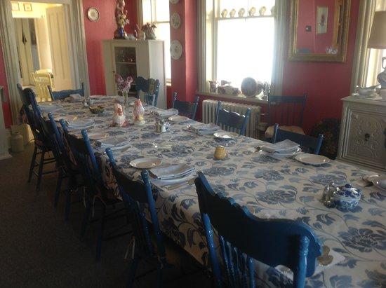 Gite Le Presbytere : Belle salle à manger