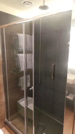 Starhotels E.c.ho.: Shower