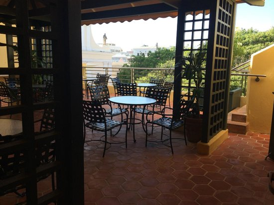 Hotel El Convento: coffee area and patio on 3rd floor
