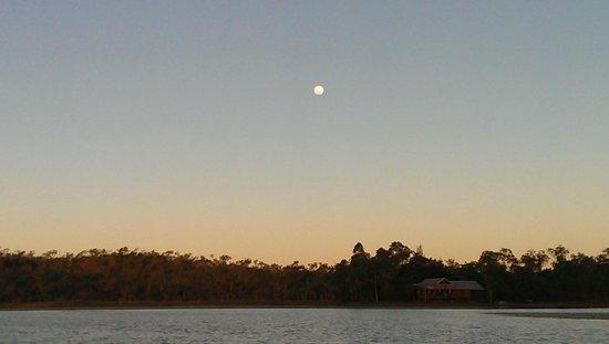 Jabiru Safari Lodge: full moon