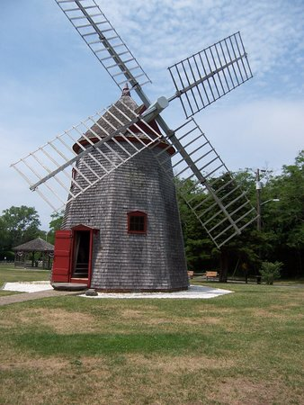 Hyannis, MA: Oldest Windmill on Cape Cod