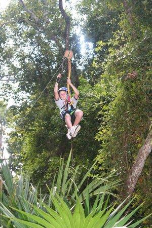 Boca Del Puma : Children can zip too!