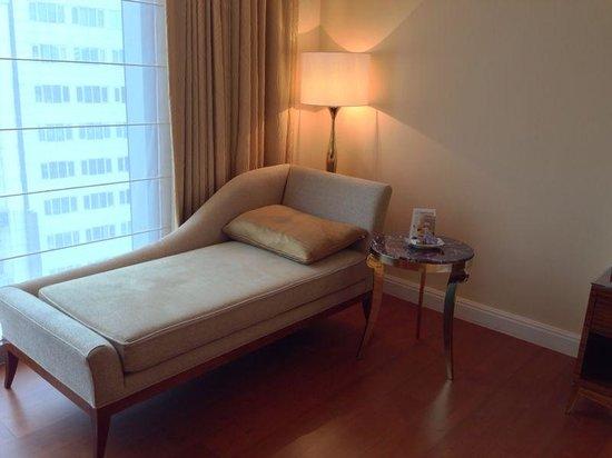 The Okura Prestige Taipei : couch