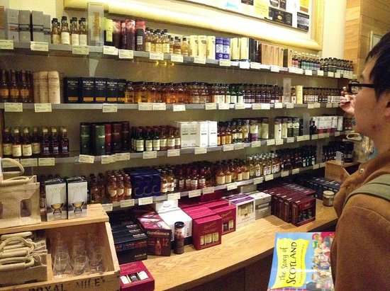 The Scotch Whisky Experience : The gift shop has heaps of stuff to buy - we wen't home with quite a bit!!