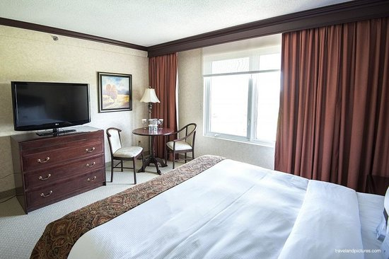 DoubleTree by Hilton Hotel Gatineau-Ottawa: Lots of light in the bedroom