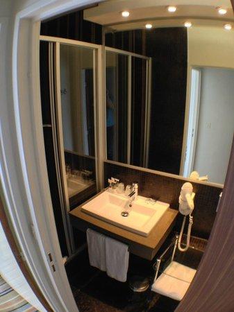 Mercure Paris Bastille Saint Antoine: Modern bathroom