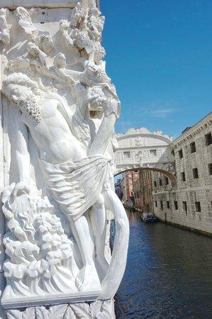 Piazza San Marco (Place St Marc) : Bridge of Sighs.