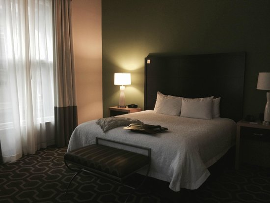 Hampton Inn & Suites New Orleans Downtown (French Quarter Area): Super comfy suite