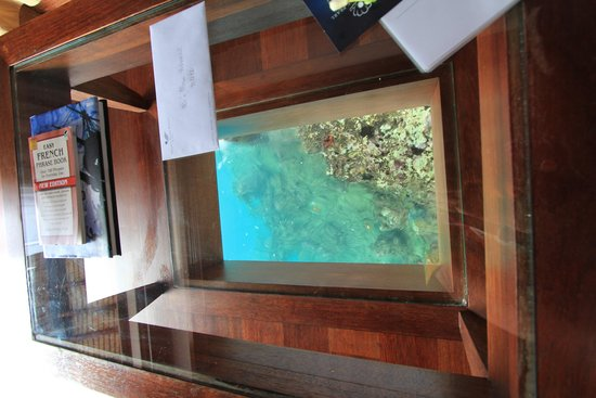 Manava Beach Resort & Spa - Moorea: glass table and viewing - great size
