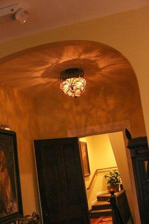 Biltmore Village Inn: Interior, hallway on second floor