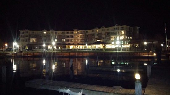 Watkins Glen Harbor Hotel: View of hotel from the harbor