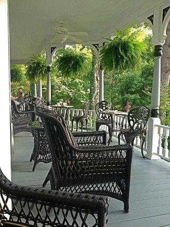 Biltmore Village Inn : Wrap-around porch