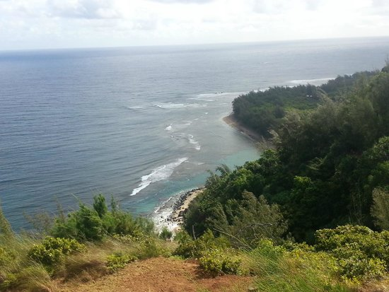 Kalalau Trail: View of Ke'e Beach from the 1/4 mile mark