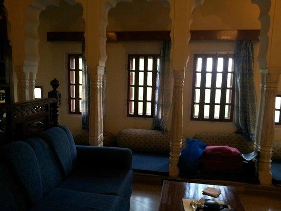 Castle Mandawa Hotel : bedroom windows