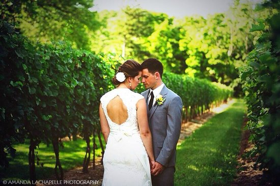 Riverbend Inn and Vineyard: All our wedding photos were done on site! No need to go anywhere