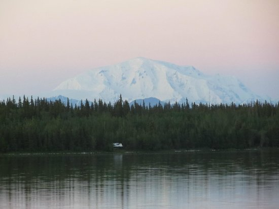 Willow Lake B&B: Mt. Wrangell (volcano)