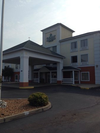 Country Inn & Suites By Carlson, O'Fallon: Front of building