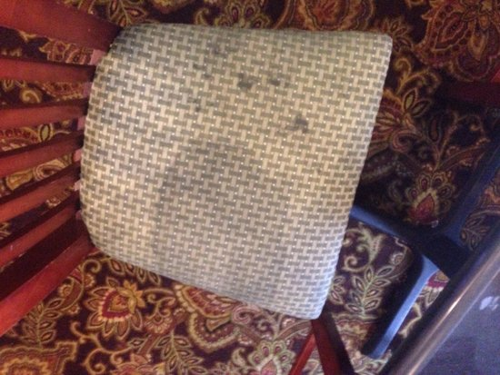 Country Inn & Suites By Carlson, O'Fallon: Nasty breakfast chair