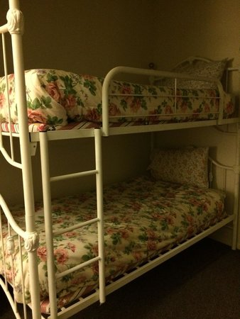 Inn at 2nd & C: Bunk beds