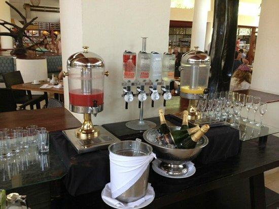 Dreams Palm Beach Punta Cana: Mimosa and Bloody Mary Breakfast Bar