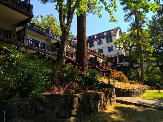Benbow Historic Inn: the Terrace rooms from the riverside
