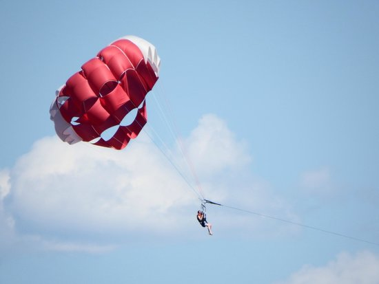 Lakeside Villa Inn & Suites: paragliding