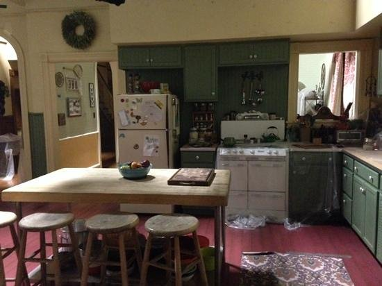 """Universal Studios Hollywood: inside the set of TV series """"about a boy"""""""