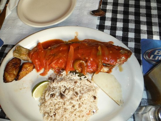 Gladys' Cafe: Whole pan fried snapper
