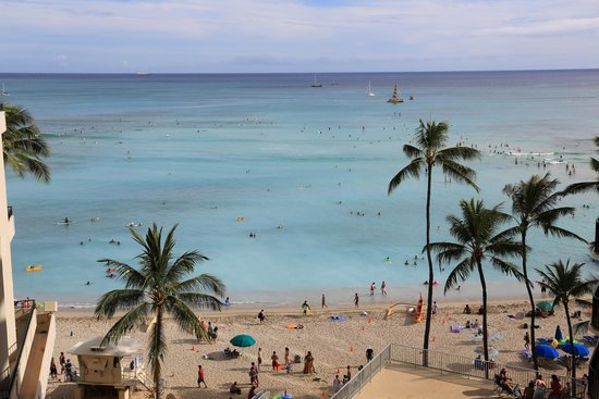 Outrigger Waikiki Beach Resort : View from our room on 6th floor