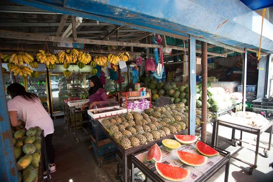Dev's Adventure Tours: Local fruit shop on Cycling tour