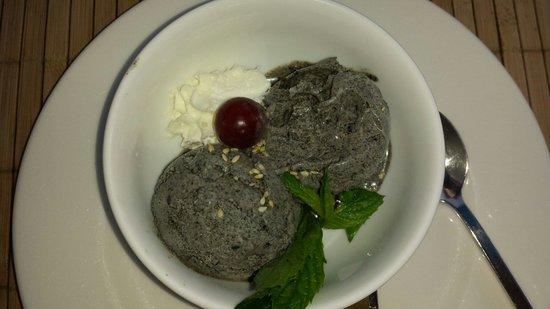 Nam Giao 31: schwarzes Sesam Eis - fantastisch!!!